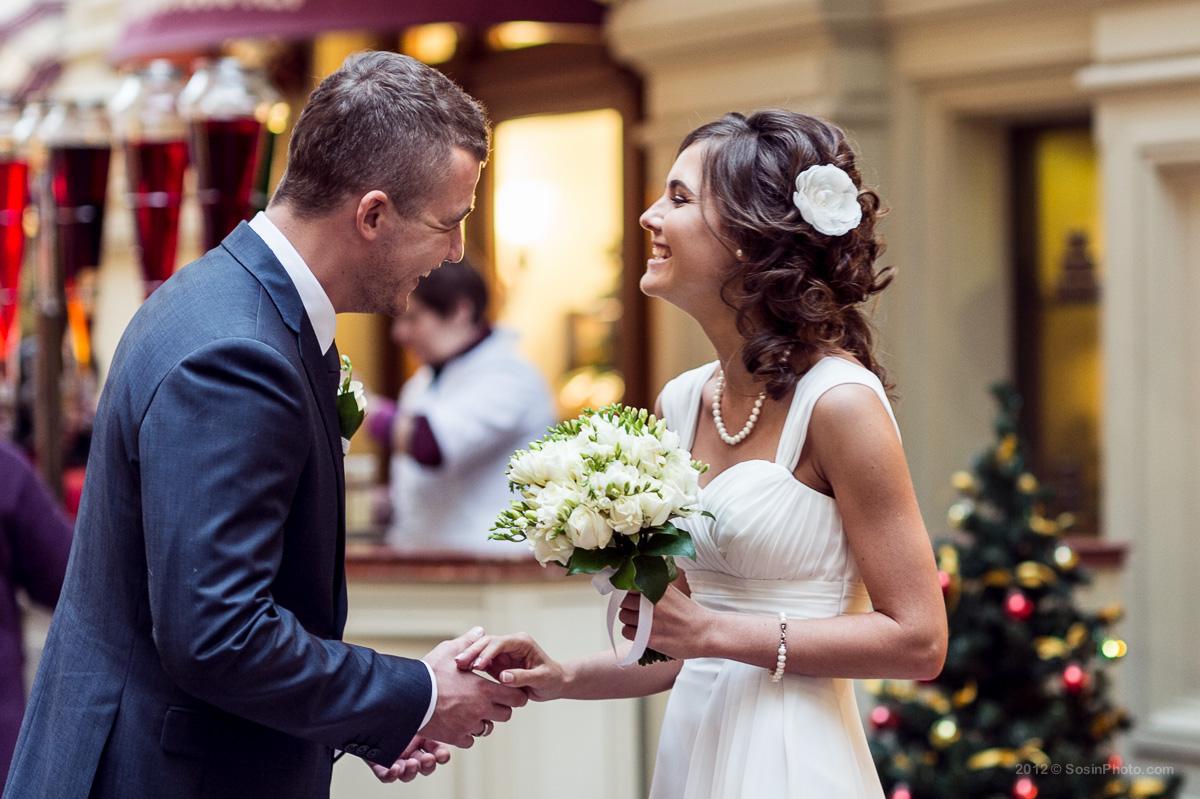 Жених и невеста в ГУМе